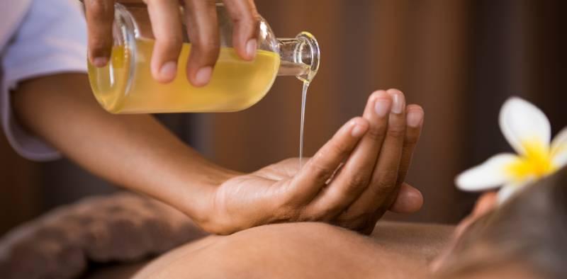 beneficiile masajului cu ulei de lavanda