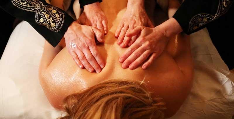 beneficiile-masajului-la-4-maini