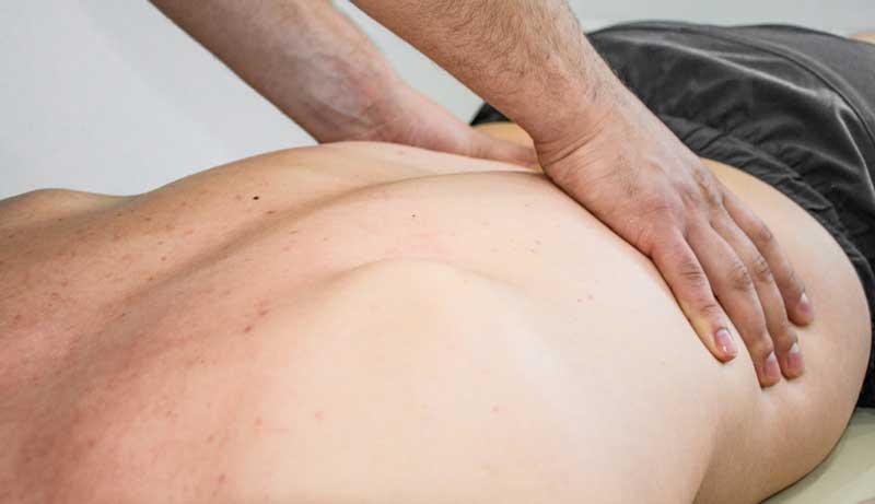 beneficiile-masajului-lombar