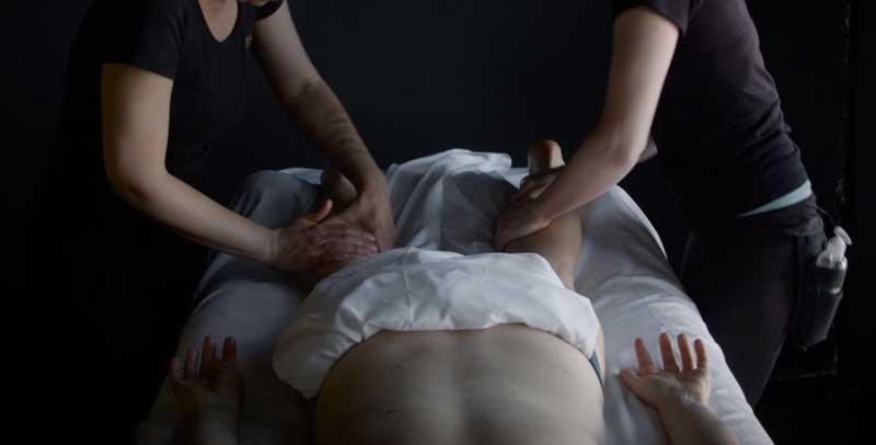 masajul-la-4-maini